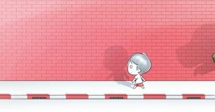 jongen die op voetpad van weg met rode bakstenen muur lopen Royalty-vrije Stock Afbeelding