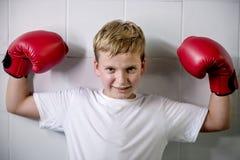 Jongen die Victory Confidence Posing Winning Concept in dozen doen Stock Fotografie