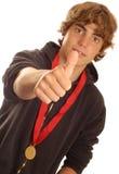 Jongen die winnende medaille draagt Stock Foto