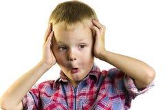 Jongen die zijn handen achter zijn hoofd houden Royalty-vrije Stock Afbeelding
