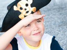 Jongen in een piraathoed Royalty-vrije Stock Foto