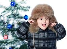 Jongen in een warme hoed Stock Afbeeldingen