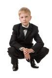 Jongen in een zwart kostuum. Royalty-vrije Stock Fotografie