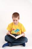 Jongen en boek Stock Foto