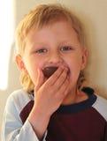 Jongen en Chocolade Stock Foto's