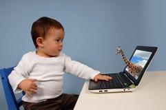 Jongen en computer Stock Fotografie