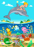Jongen en dolfijn met vissen unde het overzees. Stock Foto's