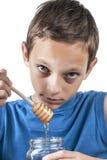 Jongen en honing Stock Foto