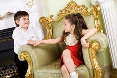 Jongen en meisje in de ruimte royalty-vrije stock foto