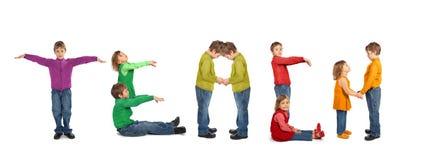 Jongen en meisje die woord maken ONDERWIJZEN, collage stock afbeelding