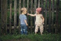 Jongen en meisje in een complexe verhouding stock afbeeldingen