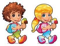 Jongen en meisje met roomijs Stock Foto's