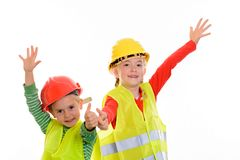 Jongen en meisje met weerspiegelende vest en helm stock foto