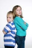 Jongen en meisje na ruzie Stock Afbeeldingen