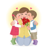 Jongen en meisjes kussend mamma Royalty-vrije Stock Foto's