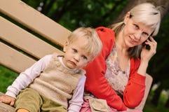 Jongen en moeder Stock Afbeelding