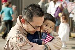 Jongen en vader (de USAF Herenigde Proef) Stock Afbeelding