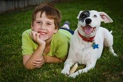 Jongen en zijn hond Royalty-vrije Stock Afbeelding