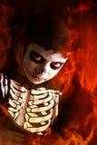 Jongen in Halloween-skeletkostuum Royalty-vrije Stock Afbeeldingen