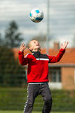 Jongen het leiden aan zijn voetbalbal Royalty-vrije Stock Afbeeldingen
