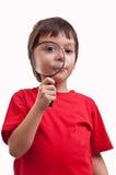Jongen het spelen met meer magnifier Stock Afbeeldingen