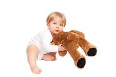 Jongen het spelen met zijn teddybeer Royalty-vrije Stock Foto