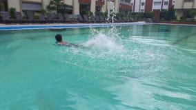 Jongen het Zwemmen Royalty-vrije Stock Afbeeldingen