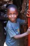 Jongen in Kibera stock foto's