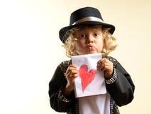 Jongen in kostuum, die een kus en een hart verzenden Royalty-vrije Stock Afbeelding