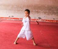 Jongen leren krijgs in de vechtsporten in het yongning van stad, Sichuan, China Royalty-vrije Stock Foto's
