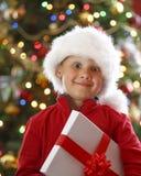 Jongen met aanwezige Kerstmis Stock Afbeeldingen