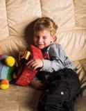 Jongen met aanwezige Kerstmis Royalty-vrije Stock Afbeelding
