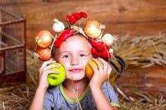 Jongen met appel Stock Afbeelding