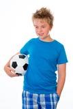 Jongen met bal en kop Stock Afbeelding
