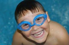 Jongen met beschermende brillen royalty-vrije stock afbeelding