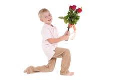 Jongen met bloemen Royalty-vrije Stock Foto's