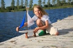 Jongen met boot Stock Foto's