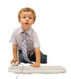 Jongen met computer Stock Afbeeldingen