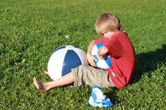 Jongen met drie ballen Royalty-vrije Stock Afbeeldingen