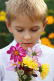 Jongen met een boeket Stock Fotografie