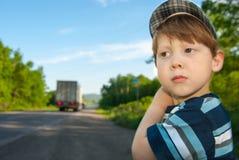 Jongen met een droevige blik Stock Afbeelding