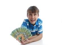 Jongen met een ventilator van geldbankbiljetten stock fotografie