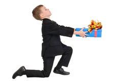 Jongen met gift stock foto