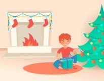 Jongen met gift Kerstmis of nieuw jaar Dichtbij de verfraaide boom en de open haard Vector illustratie Stock Foto's