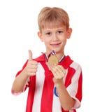 Jongen met gouden medaille Stock Afbeelding