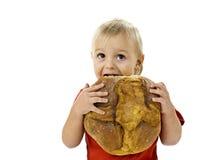 Jongen met groot brood Royalty-vrije Stock Afbeeldingen
