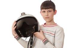 Jongen met helm op wit wordt geïsoleerd dat Stock Foto