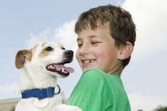 Jongen met Hond Stock Afbeelding