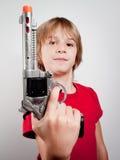 Jongen met kanonstuk speelgoed Royalty-vrije Stock Afbeelding