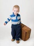 Jongen met koffer Royalty-vrije Stock Foto's